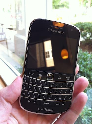 RIM needs to update the Bold 9900 series to BlackBerry 10 | PhoneDog