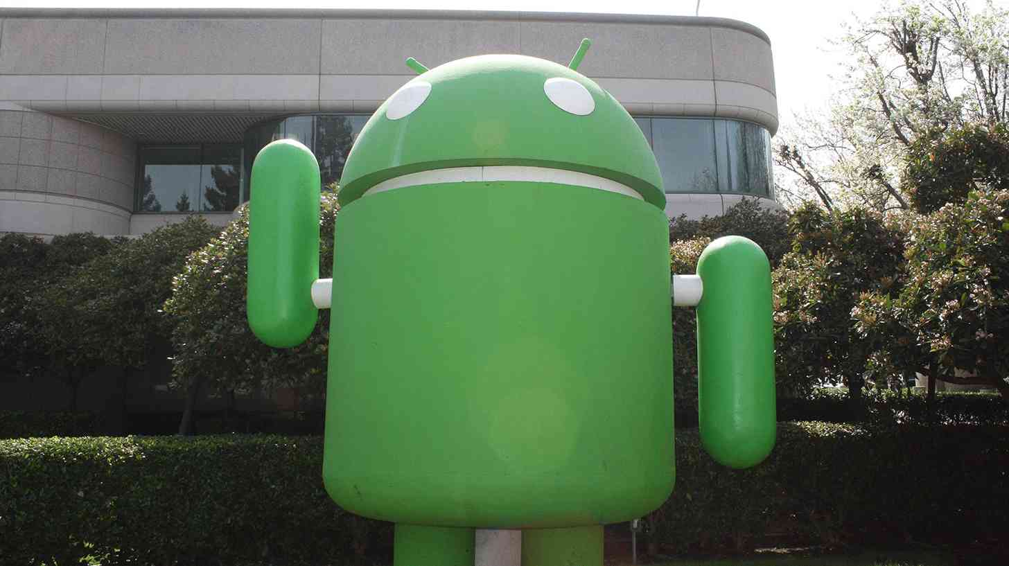 Google Android lawn statue