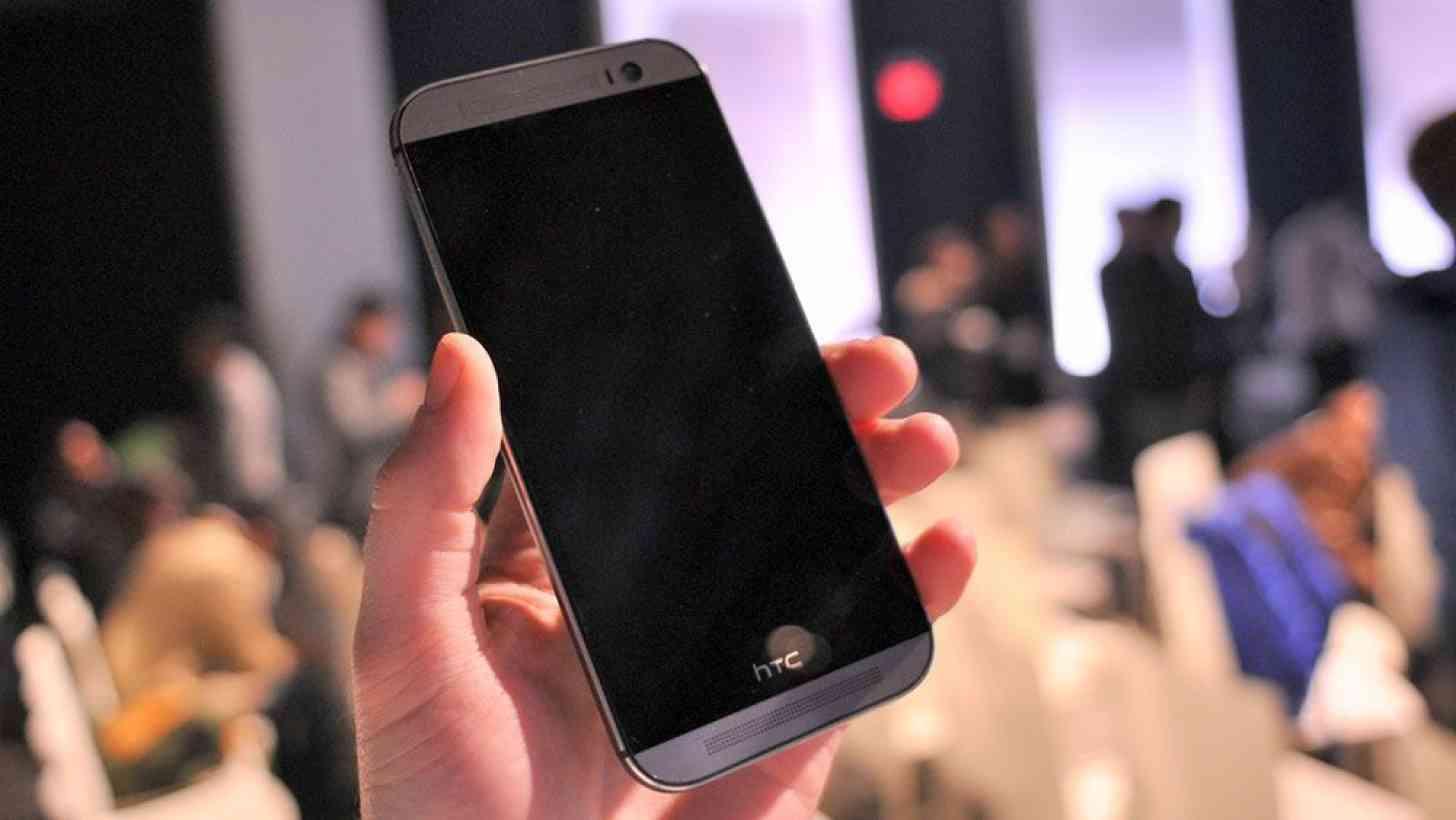 HTC One M8 hand