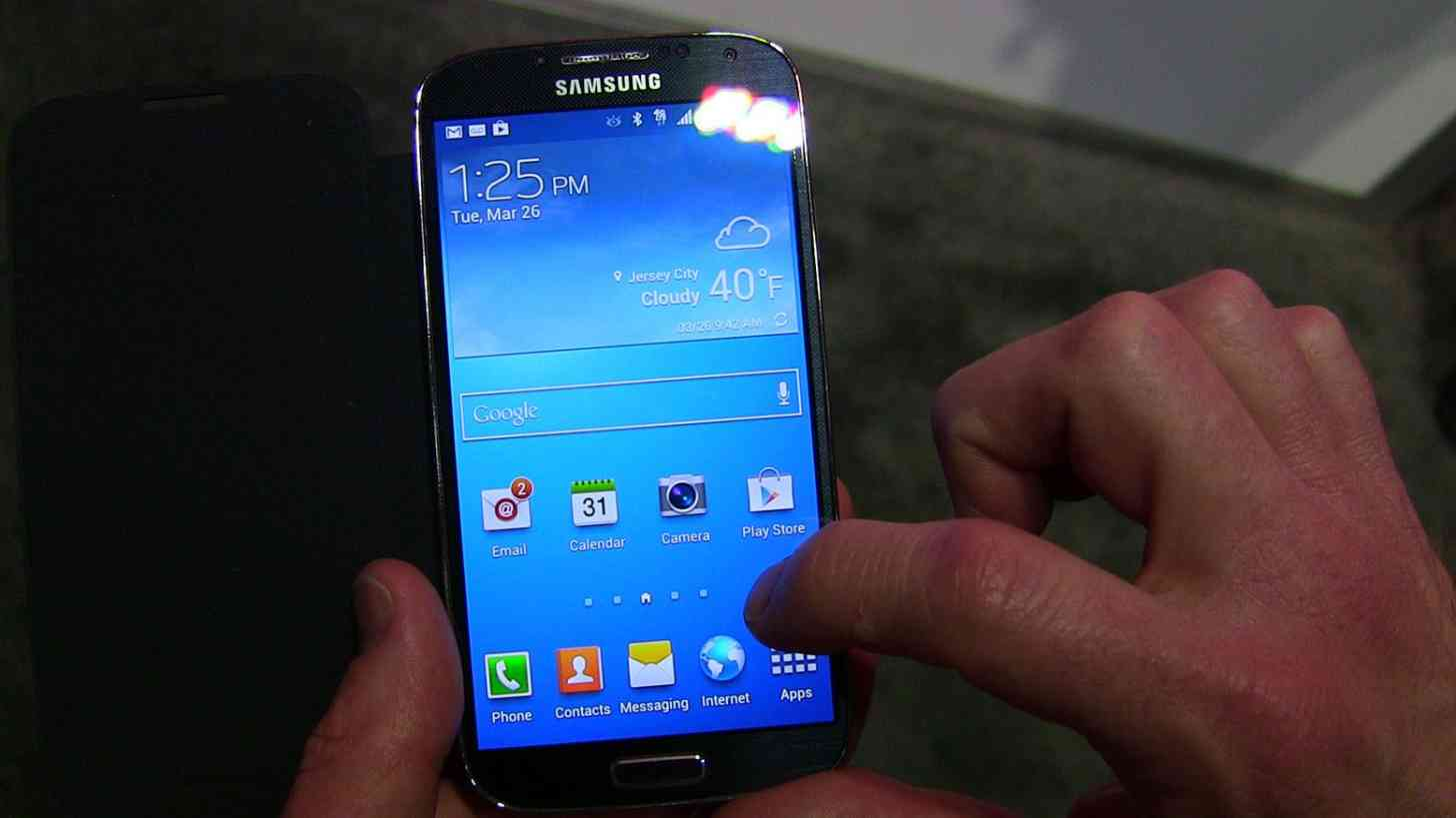 Samsung Galaxy S4 blue hands on