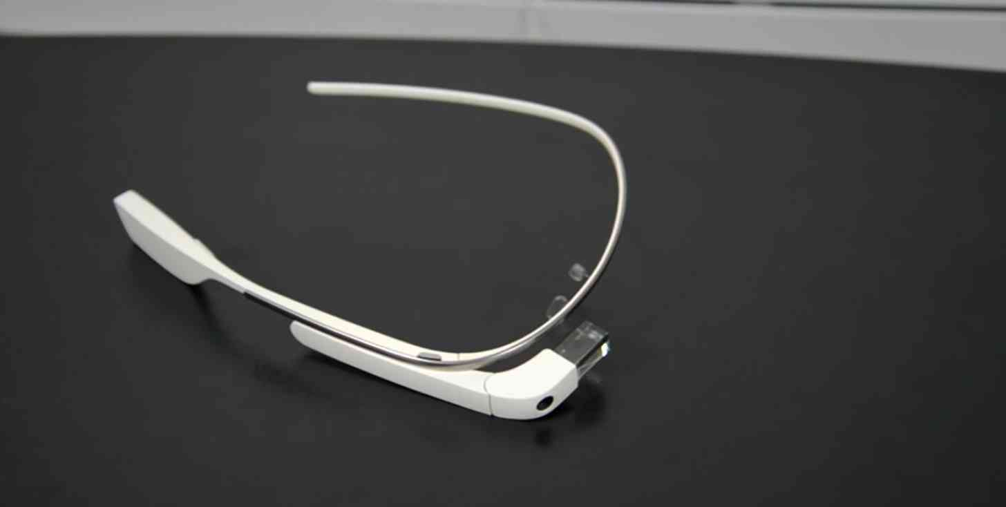 Google Glass white hands on
