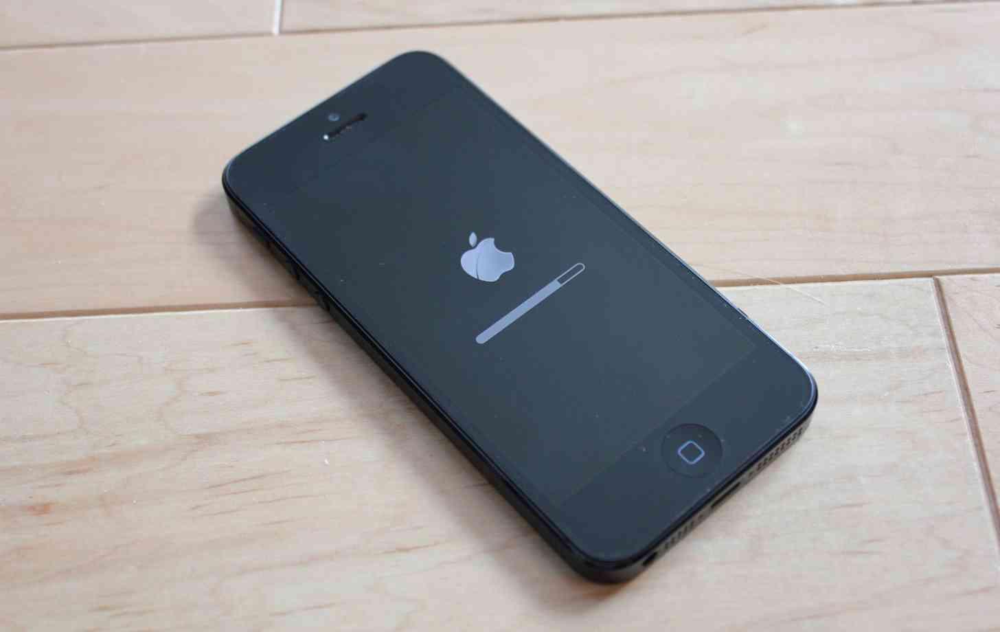 Apple iPhone 5 iOS update