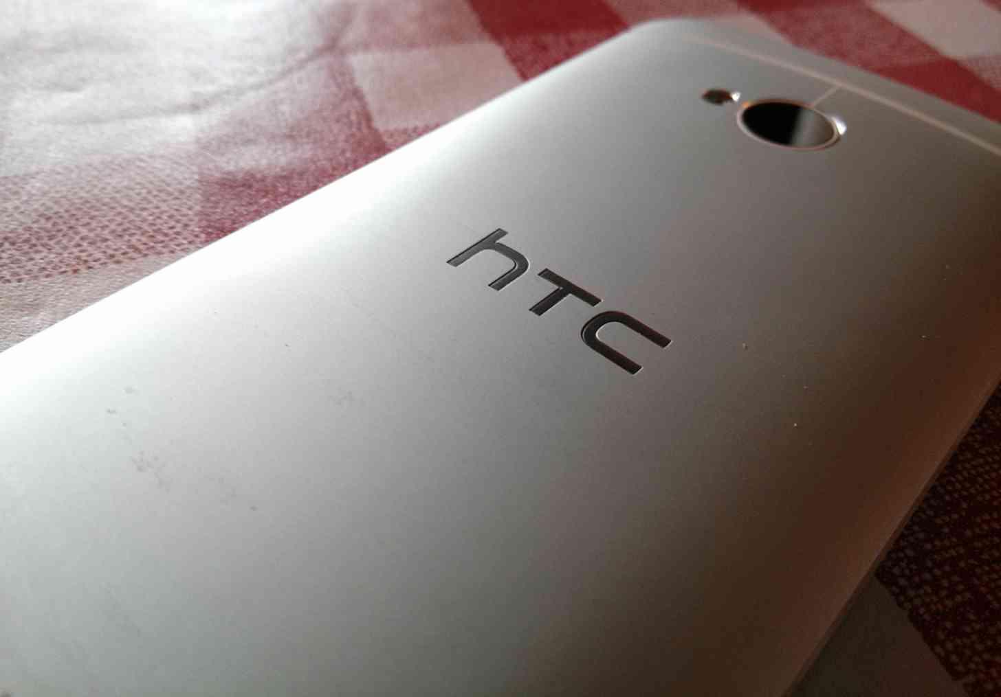 HTC One M7 rear