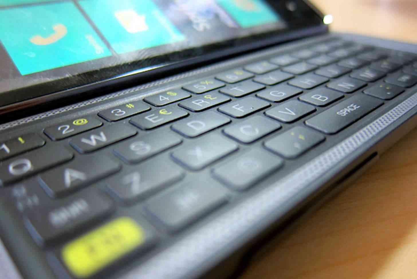 Dear Microsoft Please Bring Back The Physical Keyboard For Windows 10 Phones Phonedog