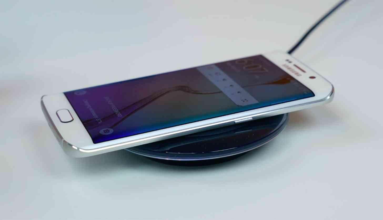 Samsung Galaxy S6 edge Qi wireless charging large