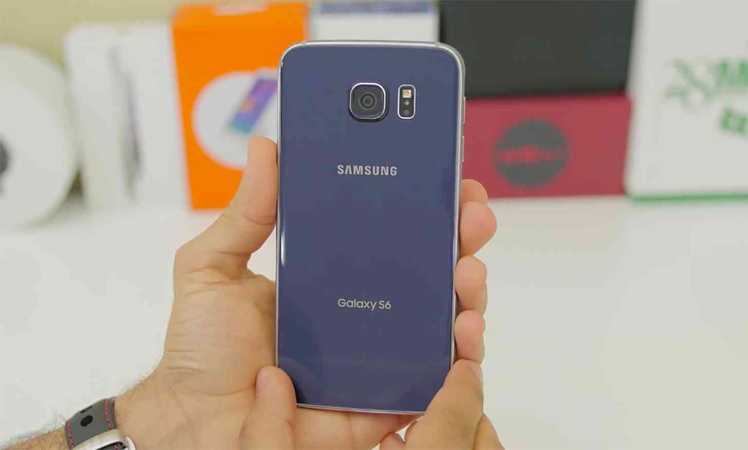 Samsung Galaxy S6 rear hands on