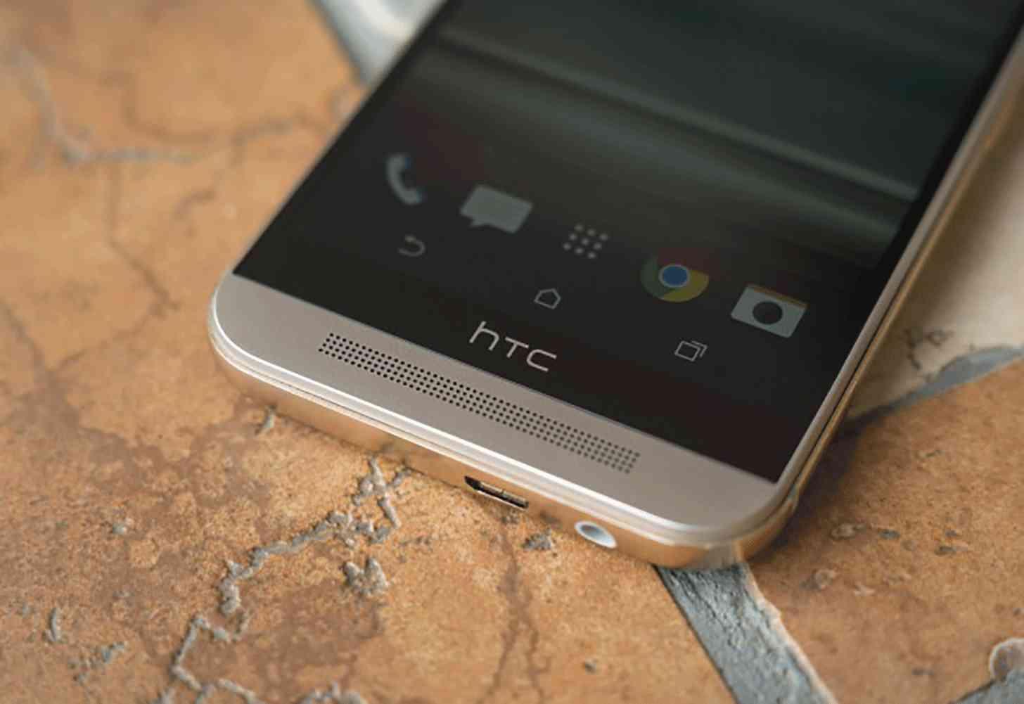 HTC One M9 bottom close