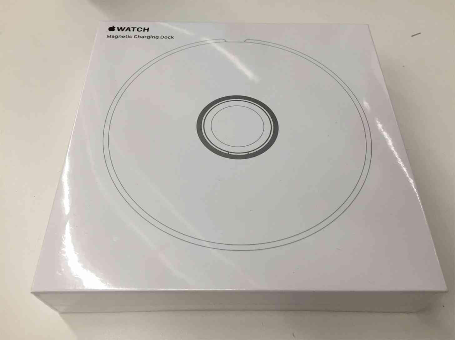 Apple Watch Magnetic Charging Dock packaging leak