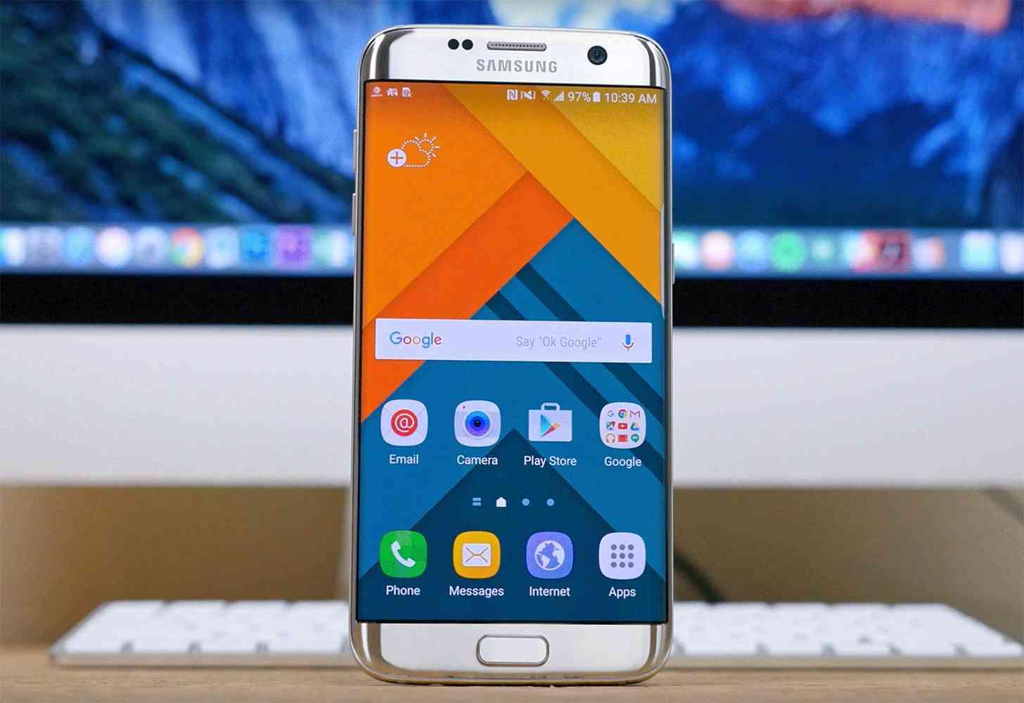 Samsung Galaxy S7 edge hands-on large