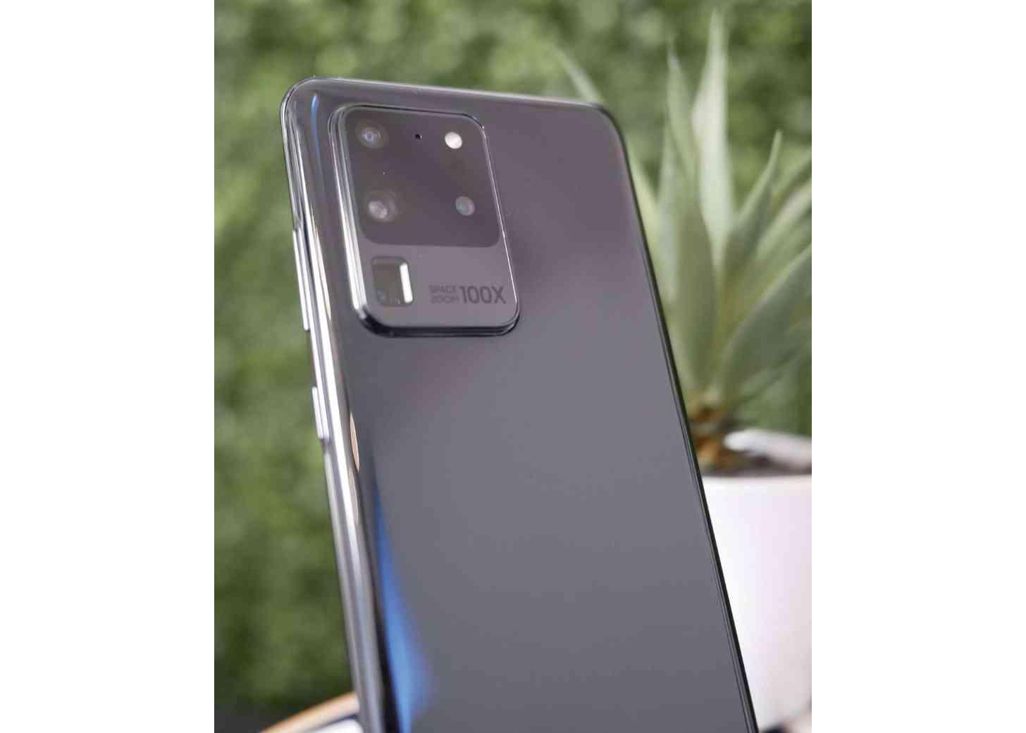 Galaxy S20 Ultra camera bump