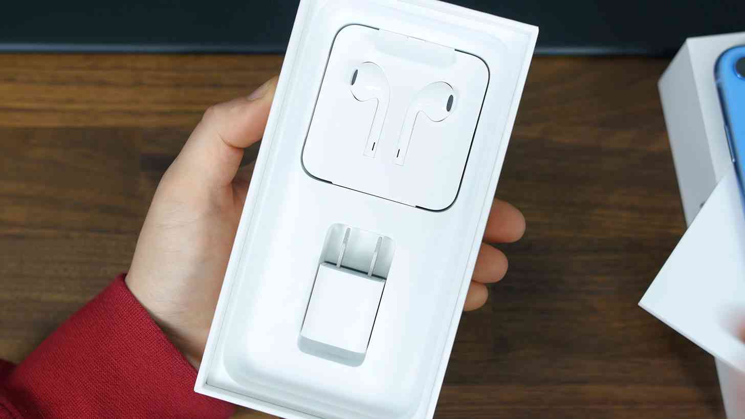 iPhone EarPods in box