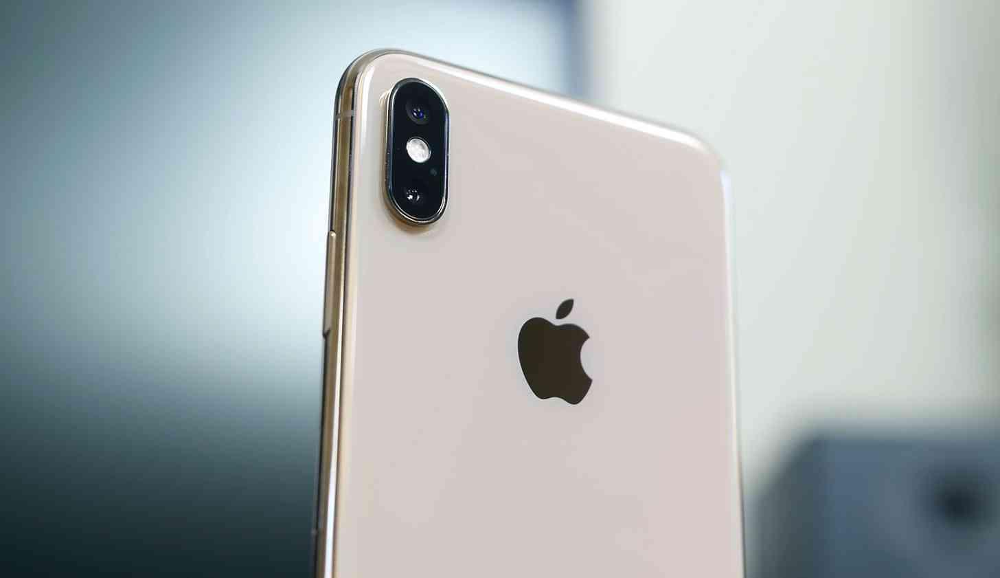 iPhone XS Max Apple logo