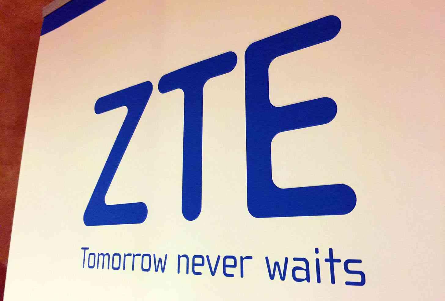 ZTE logo CES