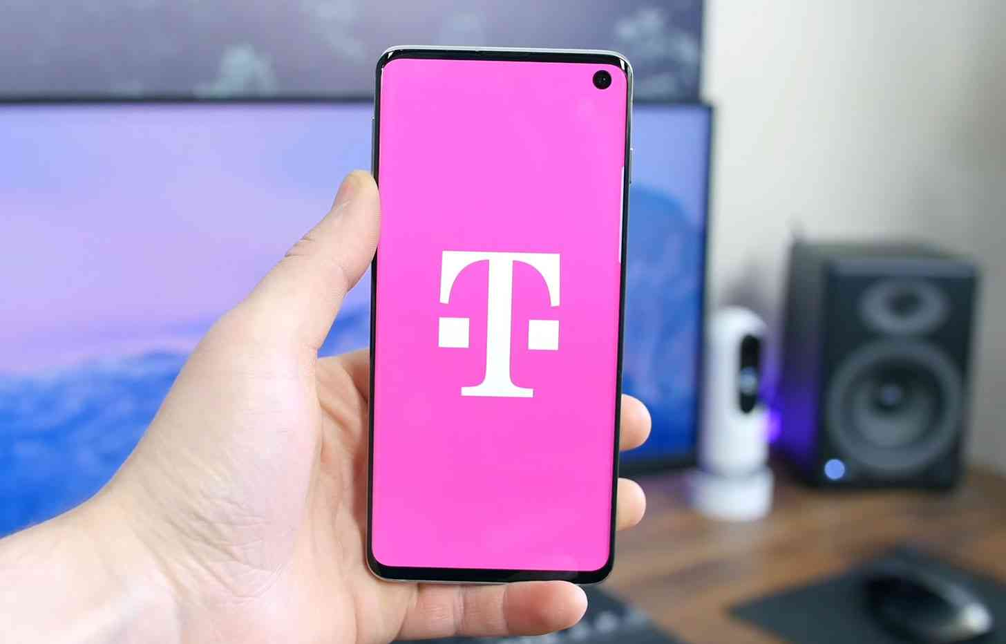T-Mobile logo Galaxy S10 review