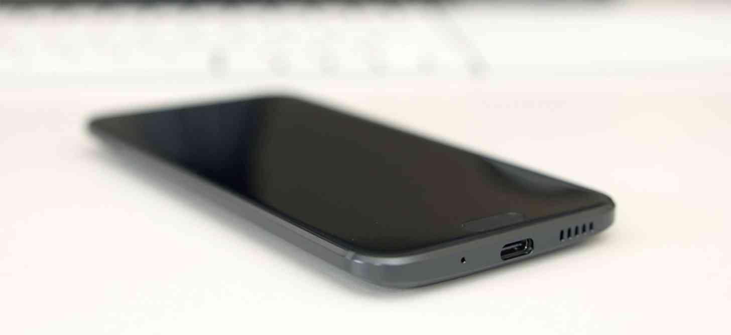 HTC 10 USB Type-C port