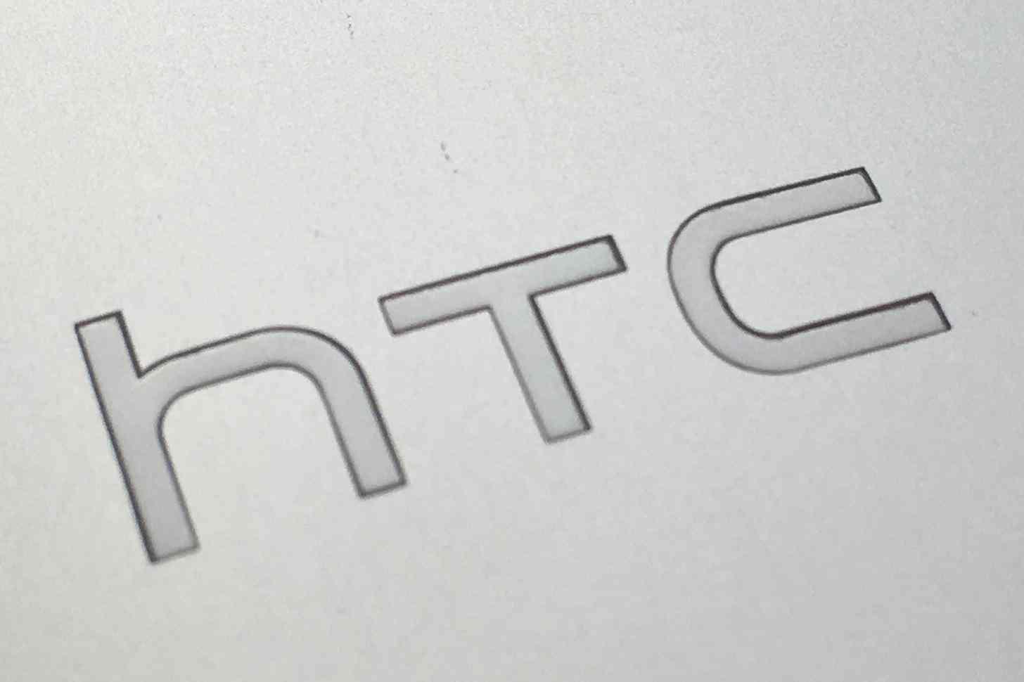 HTC logo One M7 rear