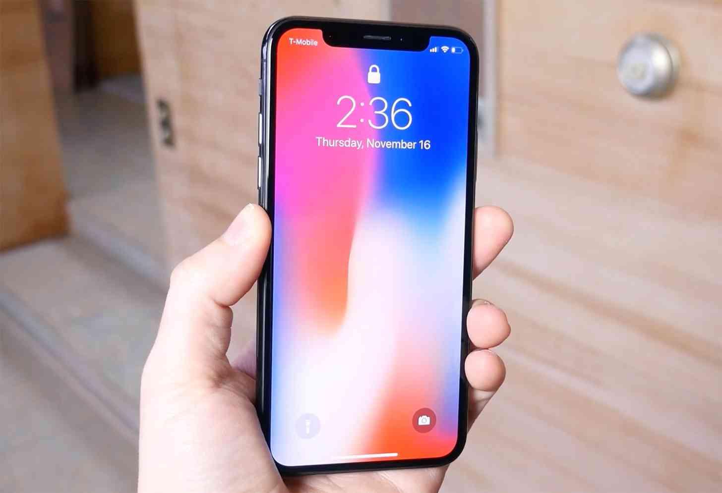 iPhone X hands-on lock screen