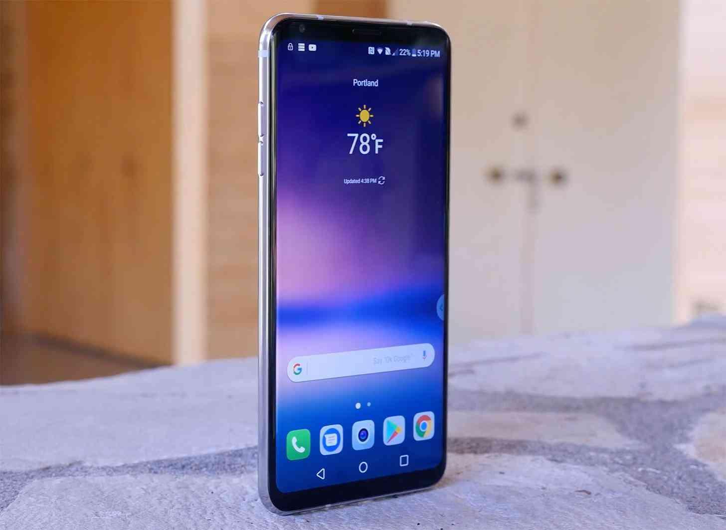 LG V30 hands-on video angle