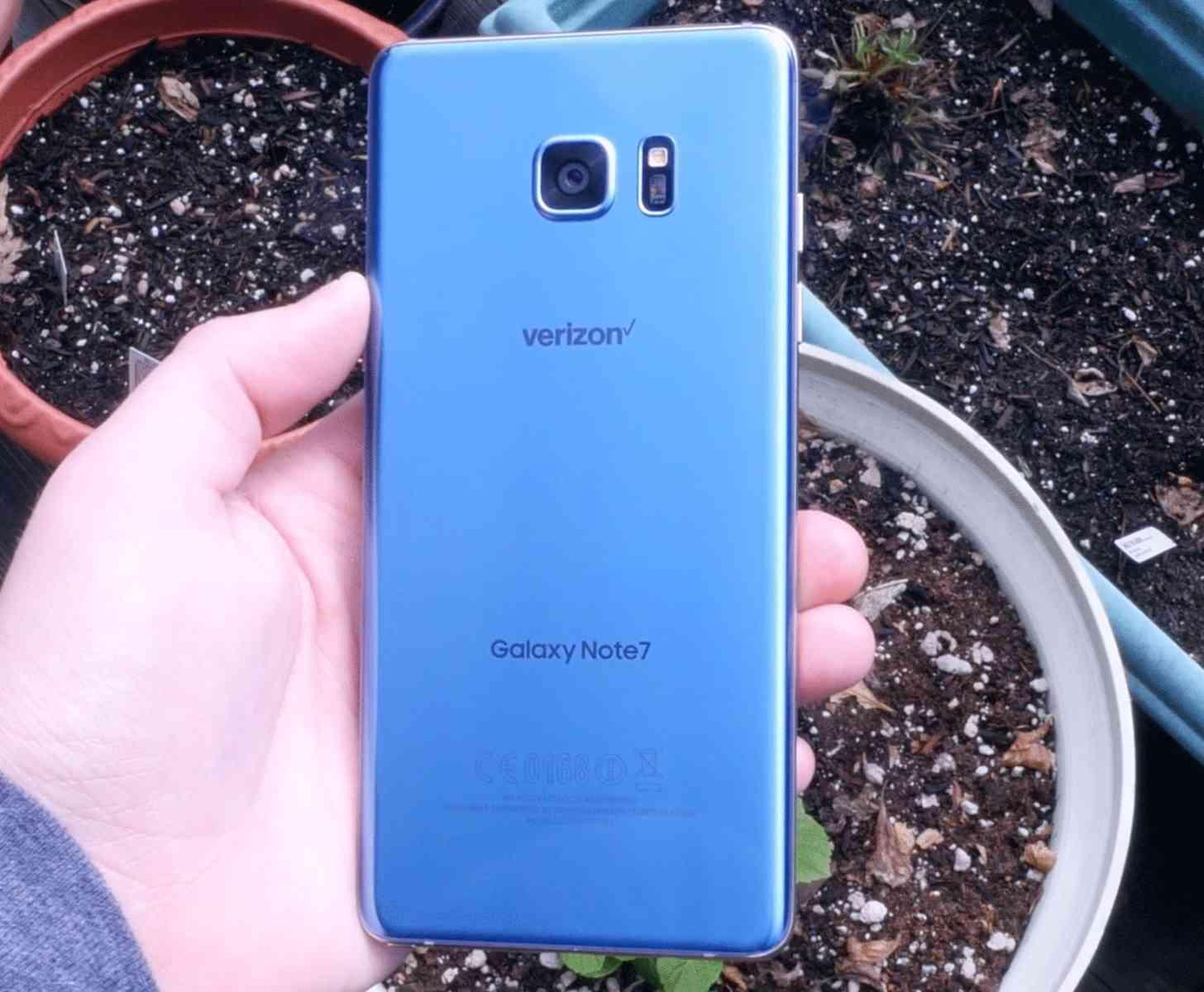 Verizon Galaxy Note 7 hands-on Blue Coral