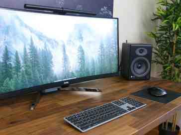 """My """"Work and Play"""" Desk Setup! - PhoneDog"""