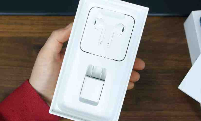 Apple EarPods in iPhone box